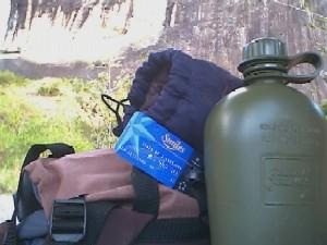 meu material e ao fundo a pedra do Paraibuna. Foto: o autor