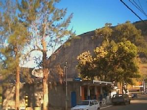 pedra do Paraibuna sendo vista de Mont Serrat. Foto: o autor