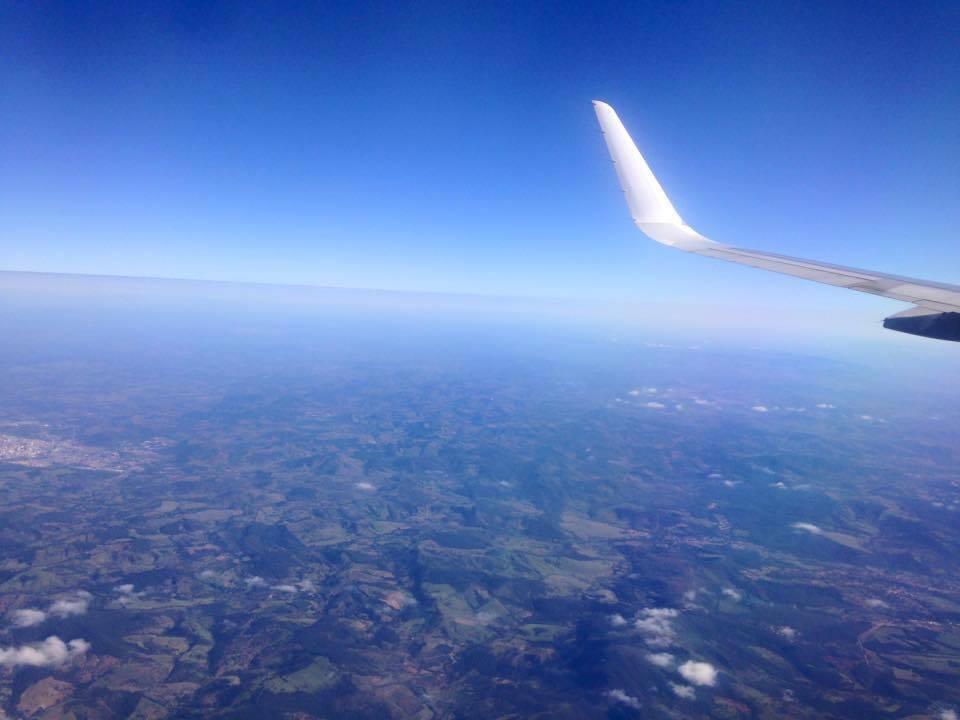 De volta para casa, sobrevoando Minas Gerais e suas montanhas.