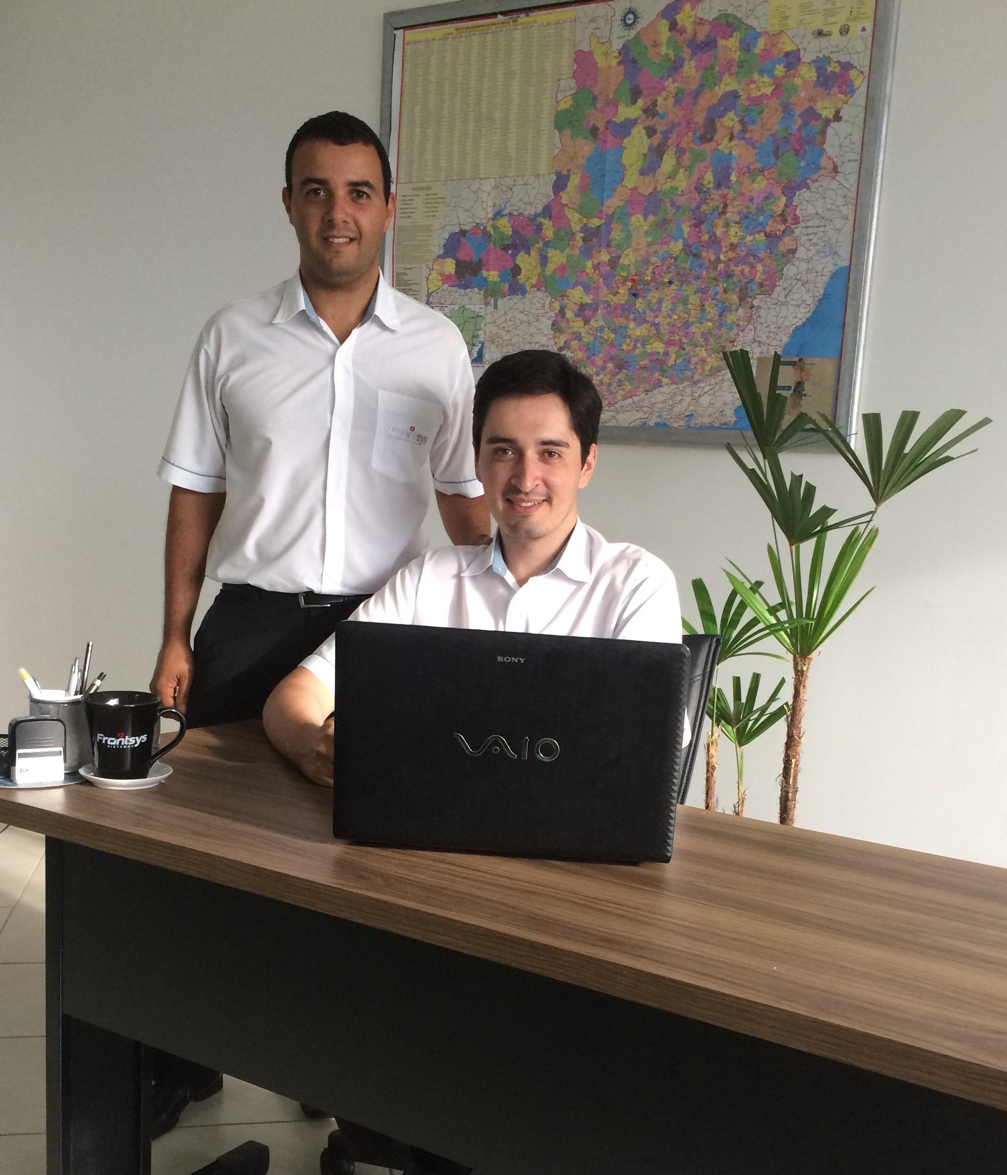Luis André e seu sócio, Daniel - hoje coordenam uma fábrica de software