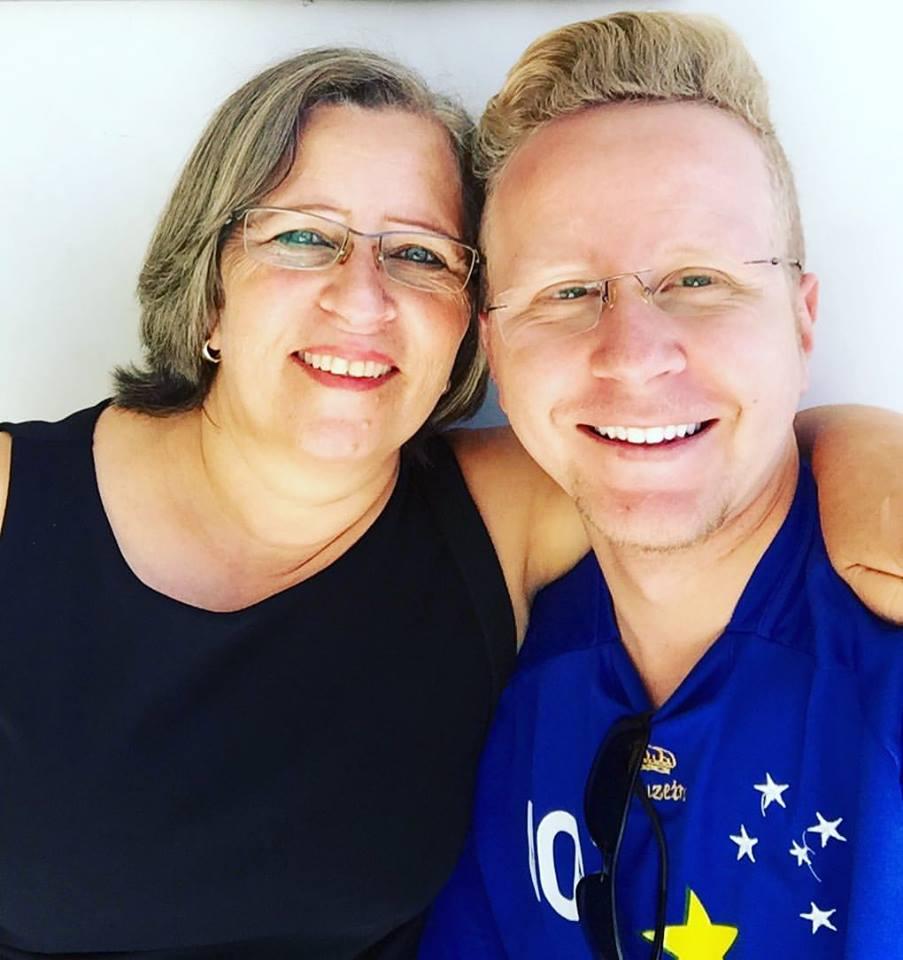 Bruno com sua mãe, em suas poucas vindas a Bom Despacho.